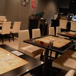 Jinx - 店内テーブル席