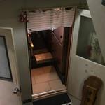 久留米うどん - お店の入口。エレベーター4階で降りて半階下ります。
