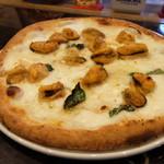 ウラシマ - 宮津産のムール貝をパン粉にまぶした限定ピッツァ