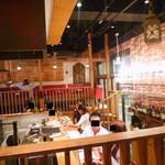 ワインビュッフェ&肉バル ESOLA - ◆店内