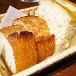 グラッツェ ミッレ - パン(オリーブオイルで)