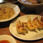 中華料理 華宴 - 餃子、辛味チャーハン2011、3
