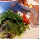 イタリア厨房 KUNISHIMA - サラダとフォカッチャ