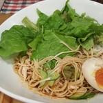 UMAMI SOUP Noodles 虹ソラ - 麺にナムルを投入(2017年8月8日)
