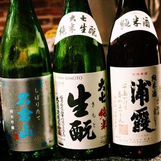 日本酒ソムリエが時期や料理に合わせて色々おすすめいたします♪