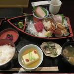 村上水産仲買人直営店鮮魚部 - 料理写真:刺身定食