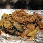 なにわお好み焼き ぼちぼち - 料理写真:最初は小腸の鉄板焼き700円が出来上がってきました。