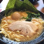 71250990 - 醤油ラーメン(大)780円・味玉100円