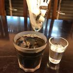 Dining 花 - 定食にサービスでホットコーヒーかアイスコーヒーがつきます