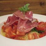 オステリア レガーロ - 料理写真:生ハムとトマトの冷製パスタ