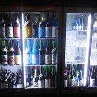 酒晴-店内にある日本酒が入っている冷蔵庫