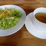 デル・ジョルノ Italia - Aセットのスープとサラダ