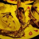 炭焼きイタリアン酒場 炭リッチ - 焼き牡蠣    3個      ¥880