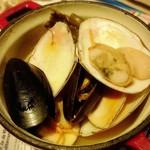 炭焼きイタリアン酒場 炭リッチ - 道産貝鮮と仙鳳趾昆布の白ワイン蒸し     ¥590