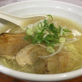 麺家 なかむら - 料理写真:ラーメン 塩 700円。スープが透き通っています。