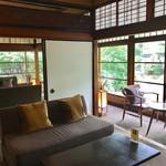 蘇山荘 - ぐるりとガラス窓に囲まれています
