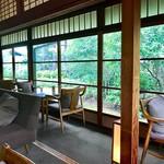 蘇山荘 - 廊下部分には2人用のお席が並びます