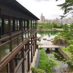 蘇山荘 - 左の建物は観仙楼でガーデンレストラン徳川園さんが入っています