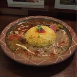 71263489 - ホワイトチキンカレーと、挽肉と夏野菜のカポナータカレーの、あいがけ