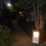 藤香想 - お店に行く小道