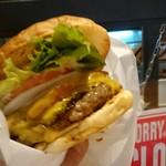 EIGHT BURGER's TOKYO - 2017/8  エイトホットチリチーズバーガー¥1480&ハイネケン¥400