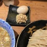 六厘舎 - 味玉と豚ほぐし・2017/7