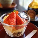 昇月 - 苺と自家製アイス、干し柿