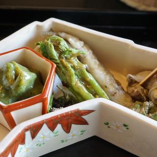 昇月 - 料理写真:八寸:ばい貝、筍の木の芽和え、こごみの白和え、稚鮎の南蛮漬け、棒寿司、他
