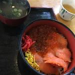 海鮮丼 ととや - 料理写真:サーモンいくら丼