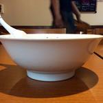 中国料理 百楽 - 担々麺のサイドビュー。