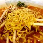"""中国料理 百楽 - 麺のアップ。""""バリバリ""""の中華麺。"""
