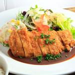 ロヂウラ食堂 - ボリューム満点「ロースカツ定食」