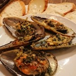 ポールズカフェ - ムール貝のガーリックバター焼き