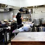 菩子母鼓 - 一人で切り盛りする厨房