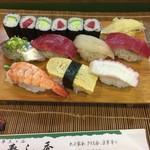 寿司秀 - ランチ握り。864円。