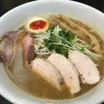 えびす丸 - 料理写真:濃厚鶏白湯(800円)