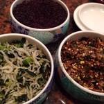 串匠 - ◆大根のお漬物風ですが、ピリ辛のお味付で意外に(失礼)美味しい。 ◆香の物とお野菜の煮びたし風。