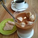 門前喫茶 Norah - 友達のコーヒーと私のカフェオレ。クッキーも食べました。