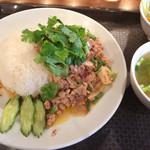 渋谷 ガパオ食堂 - ラープ丼