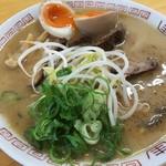 西食 - 特製煮卵入りチャーシュー麺