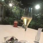 カーザ ヴィニタリア - 中庭をのぞみながら