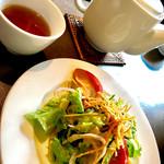 洛陽花 - ランチセットのサラダと烏龍茶