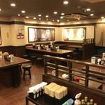 丸亀製麺 - 店内テーブル席