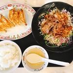 餃子の王将 - 豚焼肉フェアBは、ライス(中)とスープ、餃子3貫が付きます。(2017.8 byジプシーくん)