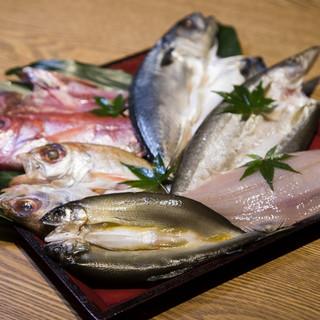 熟練の料理人が旬の食材を活かした会席料理を創ります。