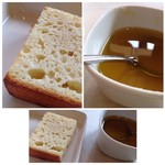 ピッツェリア ナオ - ◆パン・・温めて出されます。オリーブオイルに粉チーズなどを入れた品で頂きますが、これ美味しい。