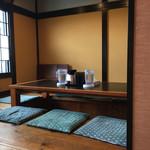 中華そば 四つ葉 - 寿司屋さんの座敷
