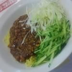 天龍 - ジャージャー麺 具材豊富
