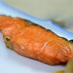 岩手屋本店 - 紅鮭の塩焼@490円:カメラ寄ってみます。