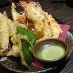 朝獲れ鮮魚 九兵 - 大海老と本シシャモの天ぷら